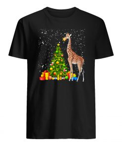 Giraffe and christmas tree mens shirt