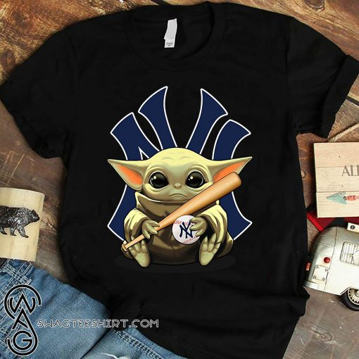 Baby yoda hug new york yankees shirt