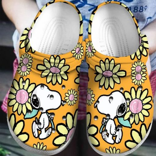 snoopy and charlie brown daisy crocs 1