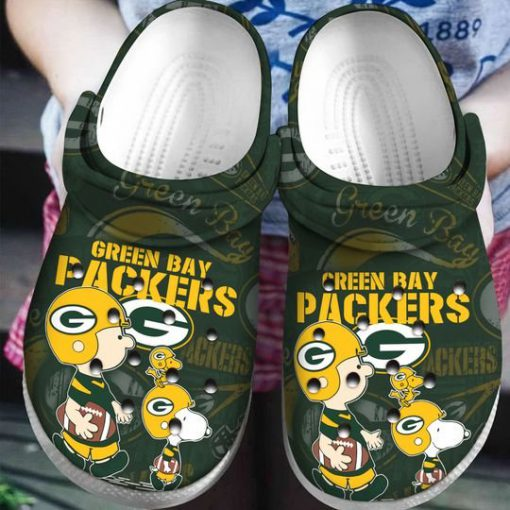 snoopy and charlie brown green bay packers crocs 1 - Copy