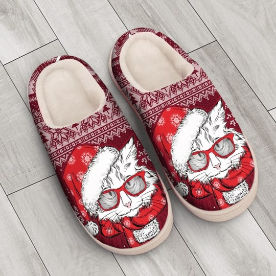 the CAT with santa hat all over printed slippers 3