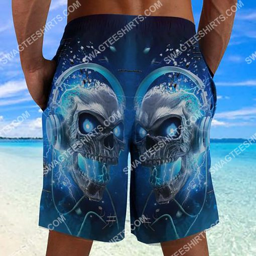 the skull with blue eyes all over printed beach shorts 3(1)