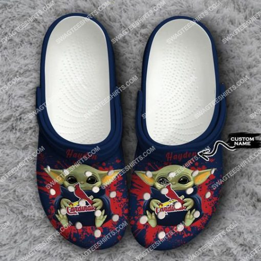 custom baby yoda hold st louis cardinals all over printed crocs 1(1)