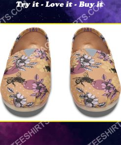 vintage bee floral all over printed toms shoes